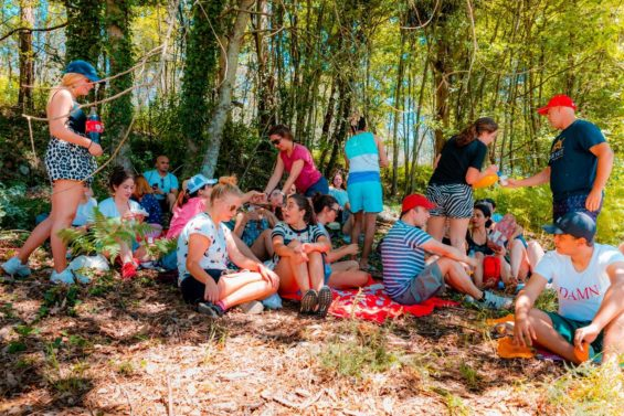 people connecting at a picnic in the SPEAK Village 2019- SPEAK helps you integrate i